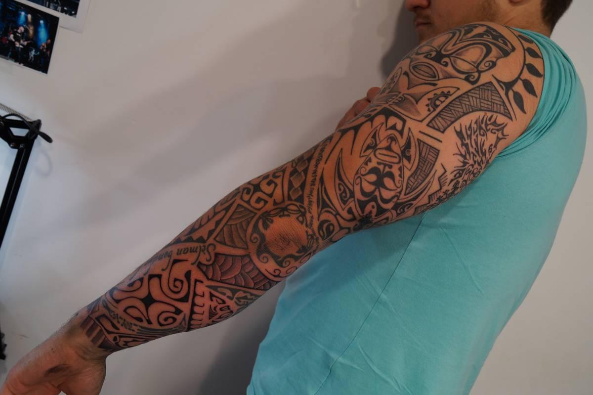 noir-ombrage-bras-complet-polynesien-8