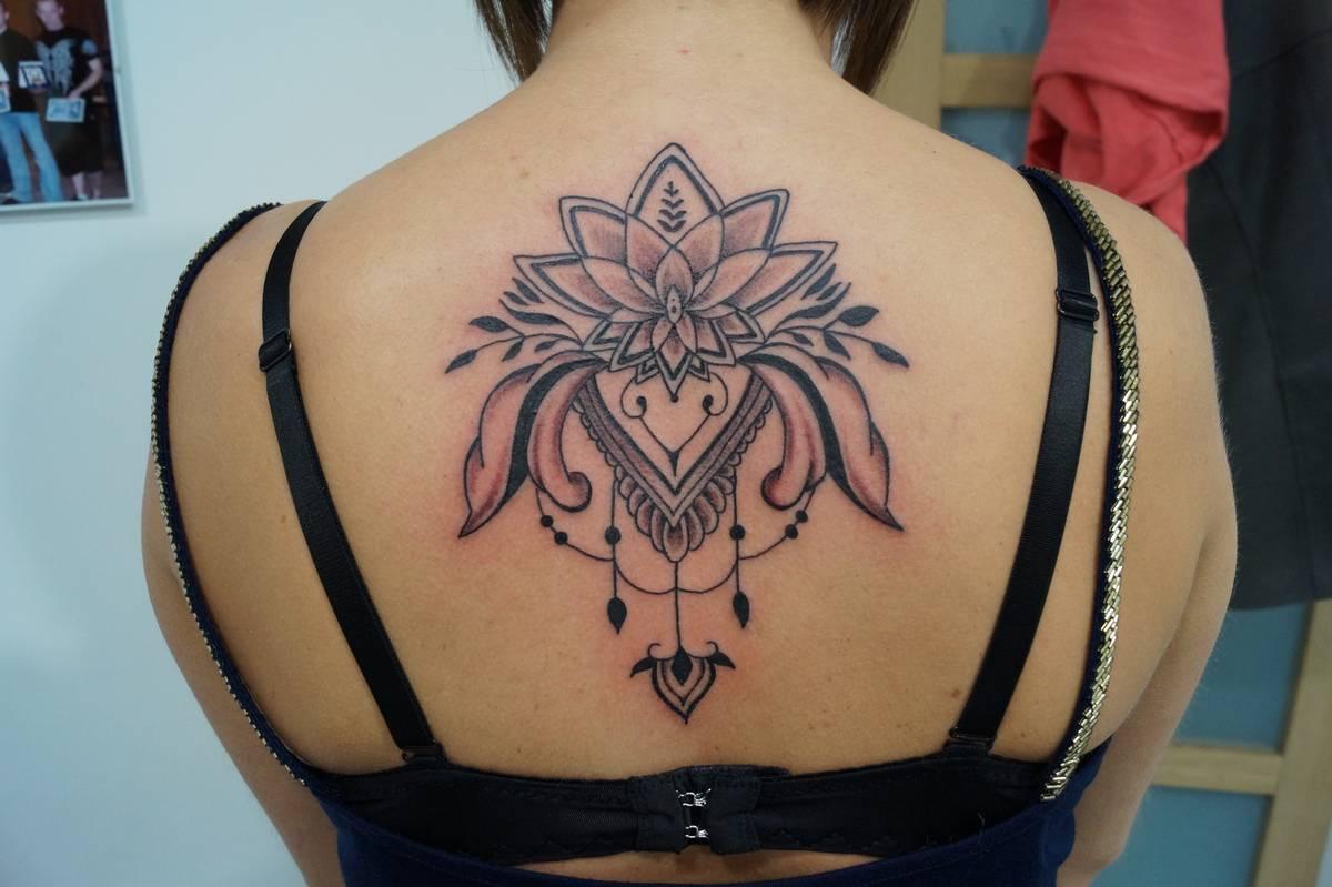 noir-ombrage-dos-fleur-de-lotus-indien-mandala-17