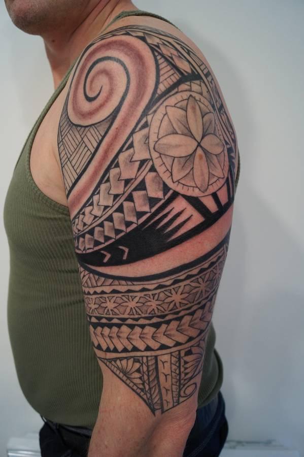 noir-ombrage-epaule-polynesien-5
