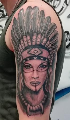 tatouage epaule tete indienne réalisme noir ombrage 113