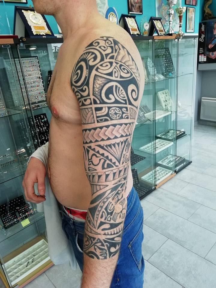 tatouage polynesien bra epaule 70