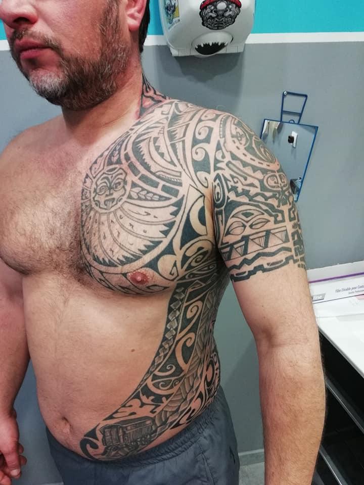 tatouage polynesien bra vantre 71