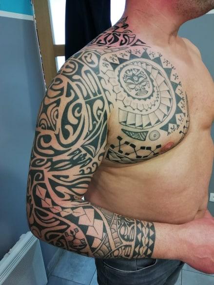 tatouage polynesien bras 104