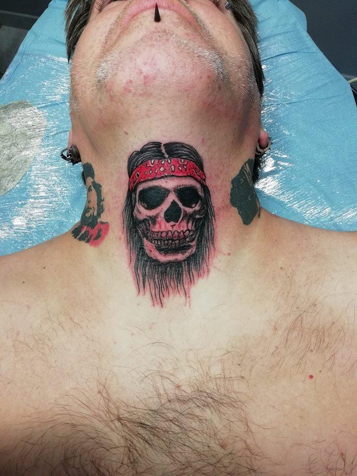 tatouage tete de mort noir ombrage coup 80