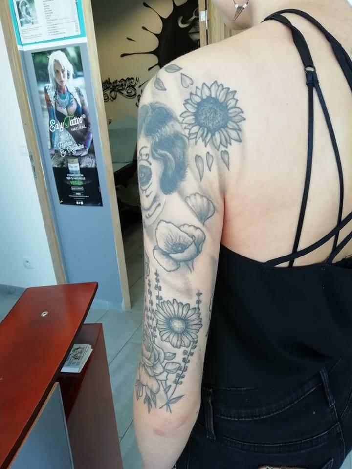 tattoo noir ombrages visage fleurs 57