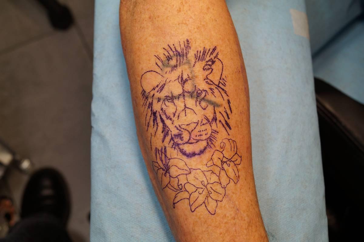 tattoo-recouvrement-bra–lion-fleurs-23