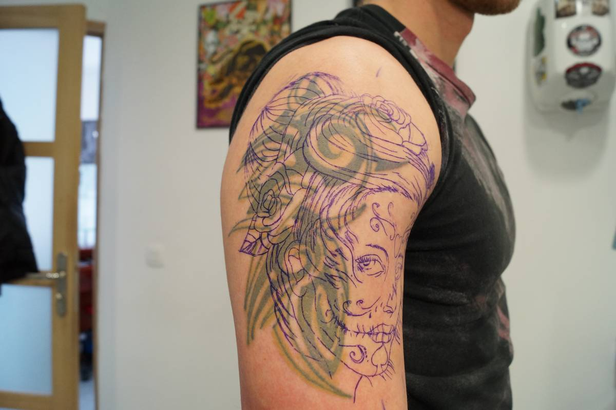 tattoo-recovrement-epaule-catrina-roses-20