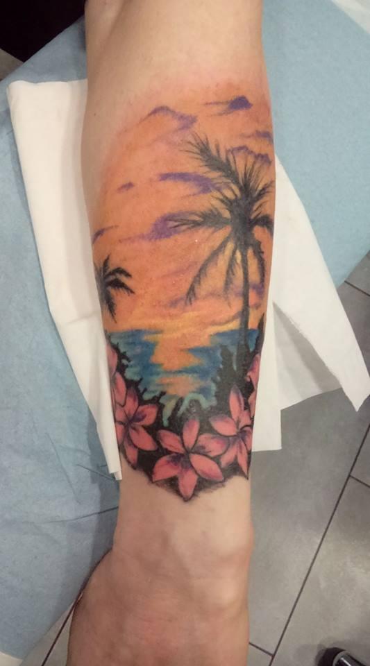 tatouage couleur fleurs palmier 75