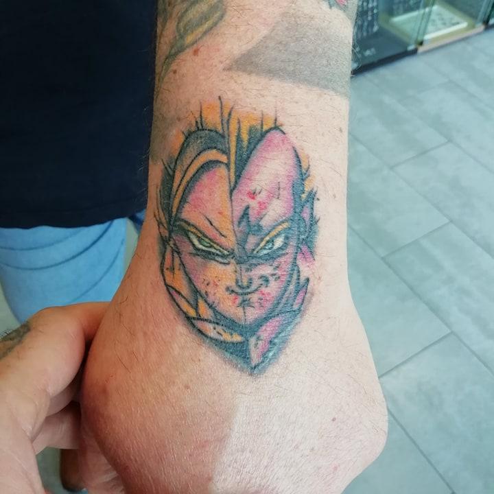 tatouage couleurs main manga 94