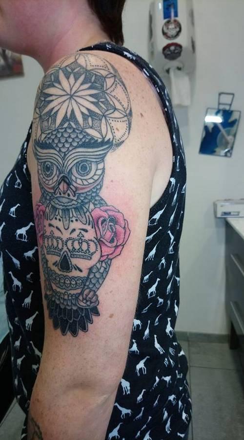 tattoo-couleurs-chouette-roses-tete-de-mort-17